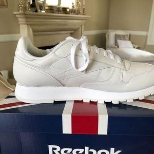 Reebok Shoes - NWT REEBOK Men's Classic sneakers Size 10